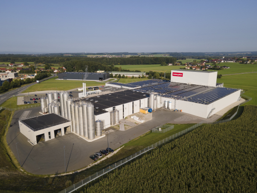 Salzburgs größte Aufdach-Photovoltaikanlage am Standort der SalzburgMilch Käserei in Lamprechtshausen