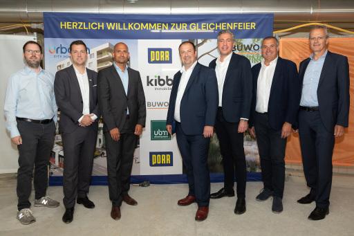 v.l.n.r.: Markus Mistelbauer (Projektleiter KIBB), Thomas Auböck (Geschäftsführer KIBB), Thomas Englisch (Projektleiter BUWOG), Alexander Nikolai (Bezirksvorsteher 2. Bezirk), Andreas Holler (Geschäftsführer BUWOG), Herbert Weber (Bauführer PORR), Martin Schilling (Bereichsleiter PORR, NB2)