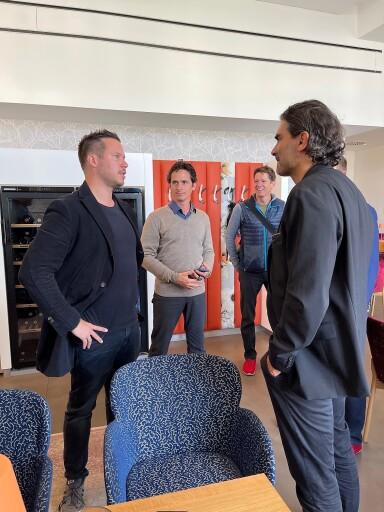 SWV Präsident Marcus Arige (v.r.) im Gespräch mit Andreas Sael (v.l.) vom Sperling im Augarten.