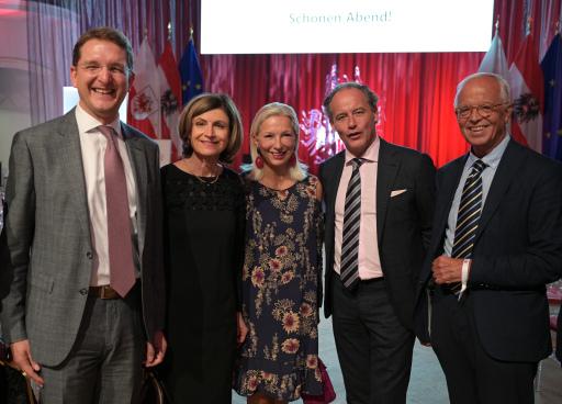 v.l.: Roland Paar (SoHospitality GmbH), Club Tirol Vizepräsidentin Renate Danler, Martina Fasslabend, Erwin F. Soravia (CEO Soravia) BM a.D. Werner Fasslabend