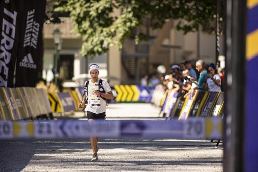 Der Schweizer Martin Anthamatten gewinnt den 65k Sololauf