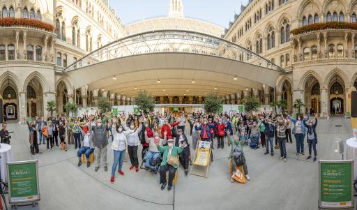 Foto von Zsolt Marton Mehr als 50 Wiener Selbsthilfegruppen und Organisationen stellten beim Tag der Selbsthilfe im Wiener Rathaus ihr niederschwelliges Angebot vor.