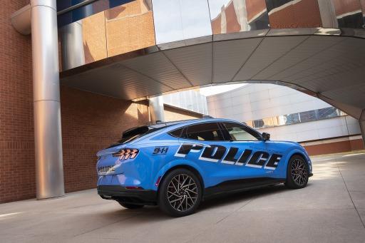 Mach-E Police Back / Ford Mustang Mach-E besteht als erstes voll-elektrisches Fahrzeug die offiziellen Tests der Michigan State Police / Weiterer Text über ots und www.presseportal.de/nr/143363 / Die Verwendung dieses Bildes ist für redaktionelle Zwecke unter Beachtung ggf. genannter Nutzungsbedingungen honorarfrei. Veröffentlichung bitte mit Bildrechte-Hinweis.