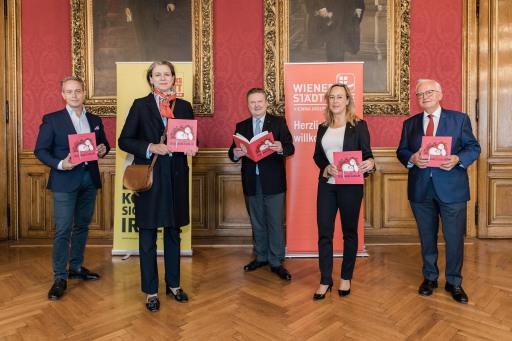 Gruppenfoto v.l.n.r.: Mag. Thomas Strachota, Catharina Rosenauer, BGM Dr. Michael Ludwig, Mag. Sabine Toifl, Werner Brunner